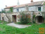 Vrbnik, okolica- samostojeća kamena kuća na mirnoj
