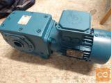 Polžni reduktor z elektro motorjem