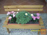 Lesena klopca za rože