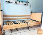Nizko vstopna električna negovalna postelja